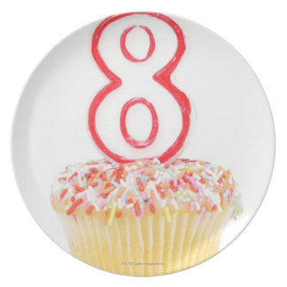 Cupcake with a numbered birthday candle 5 party plate