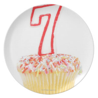 Cupcake with a numbered birthday candle 7 party plates