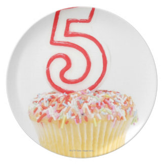 Cupcake with a numbered birthday candle 8 plates