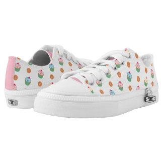 Cupcakes and cookies pattern (white) low tops