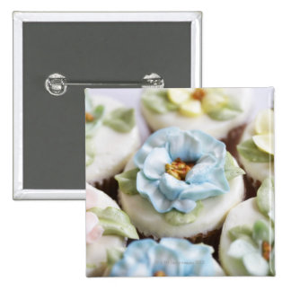 Cupcakes with flower icing 15 cm square badge