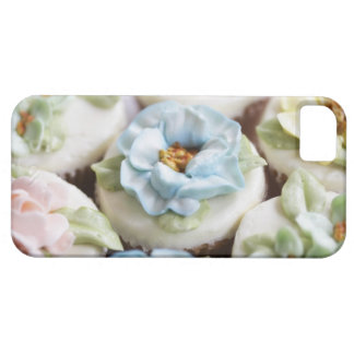 cupcakes with flower icing barely there iPhone 5 case
