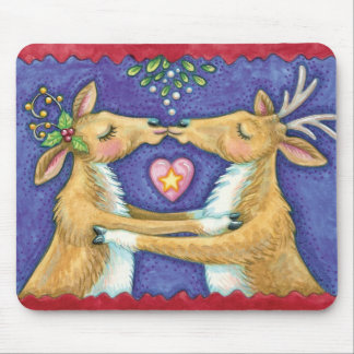 Cute Christmas Reindeer, Romantic Kiss w Mistletoe Mouse Pad