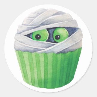 Cute Halloween mummies cupcakes Round Sticker