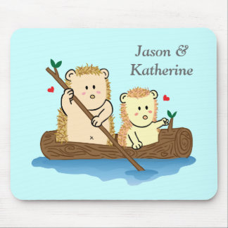Cute Hedgehog couple sailing on wooden tree trunk Mouse Pad