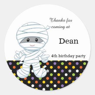 Cute mummy boy round sticker