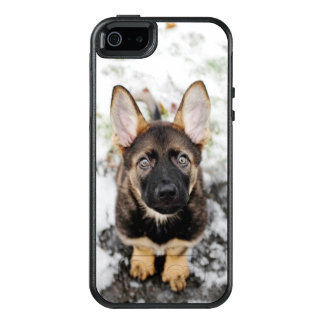 Cute Puppy Looking Up OtterBox iPhone 5/5s/SE Case