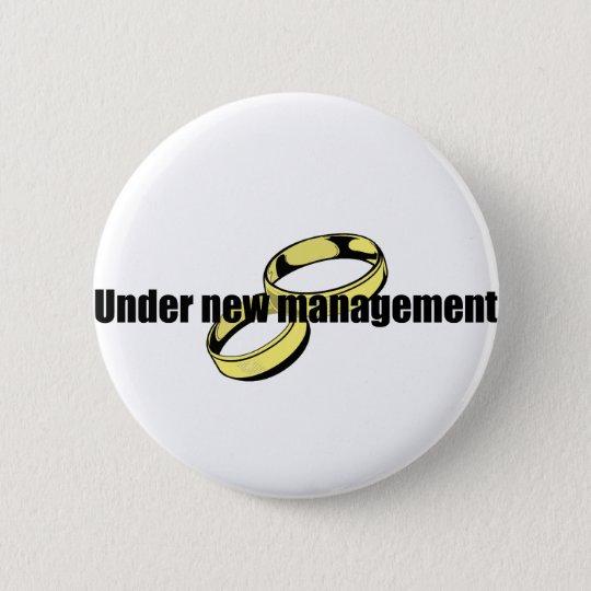 """Cute """"Under New Management"""" Wedding design 6 Cm Round Badge"""