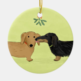 Dachshund Mistletoe Kiss - Wiener Dog Christmas Round Ceramic Decoration