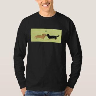 Dachshund Mistletoe Kiss - Wiener Dog Christmas T-Shirt