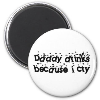 Daddy drinks because I cry 6 Cm Round Magnet