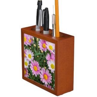 daisies in the garden desk organiser