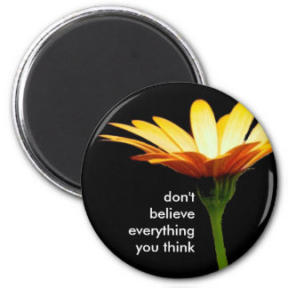 daisy bkgd, don't believe everything you think 6 cm round magnet