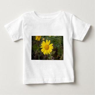 Daisy flower cu yellow baby T-Shirt