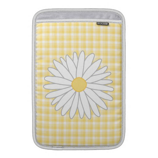 Daisy Flower in Yellow and White. Sleeve For MacBook Air