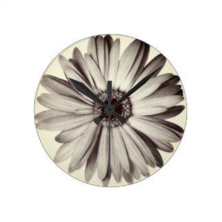 Daisy Petals Round Clock