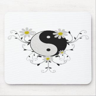 Daisy Yin Yang Mousepad