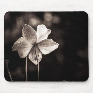 Dark Black&white flower photo mouse mat