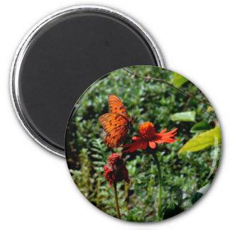 Delicate Landing 6 Cm Round Magnet