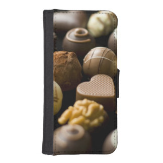 Delicious chocolate pralines iPhone SE/5/5s wallet case