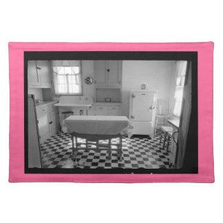 Depression-Era Farm Kitchen Placemat (Pink Border)
