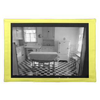 Depression-Era Farm Kitchen Placemat (Yellow)