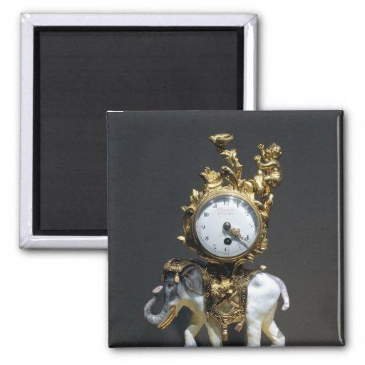 Desk clock magnet