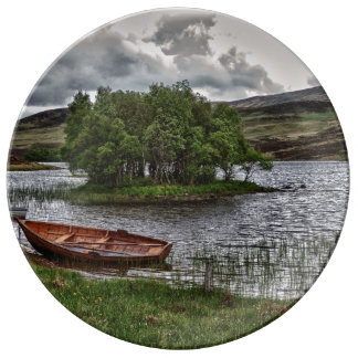 Desolated boat plate