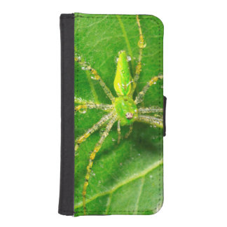 Dew on a Green Lynx Spider iPhone SE/5/5s Wallet Case