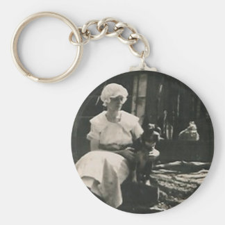 dog and lady in old bonnet keychain