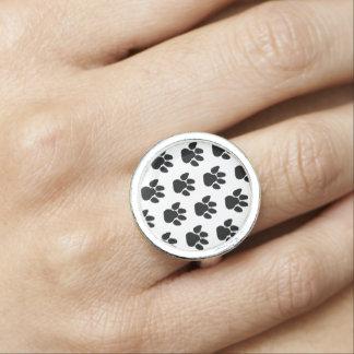 Dog Paws Design Ring