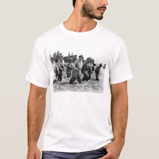 Douglas MacArthur lands at Leyte Philippine Island T-Shirt