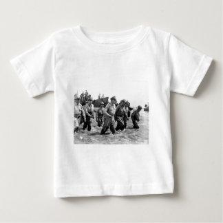 Douglas MacArthur lands at Leyte Philippine Island Tshirt