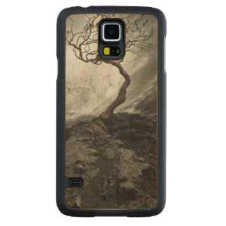 Dramatic sky over old lonely tree carved maple galaxy s5 case