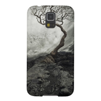 Dramatic sky over old lonely tree galaxy s5 cover