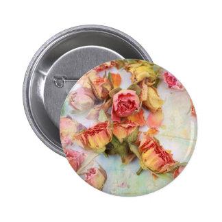 Dry roses vintage design 6 cm round badge