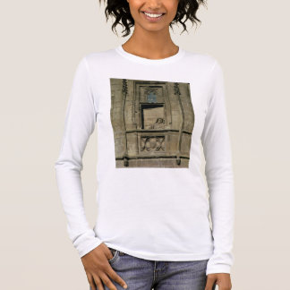 Dummy window in the entrance facade with a figure long sleeve T-Shirt