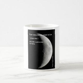É por causa dos que vivem na Lua Canecas