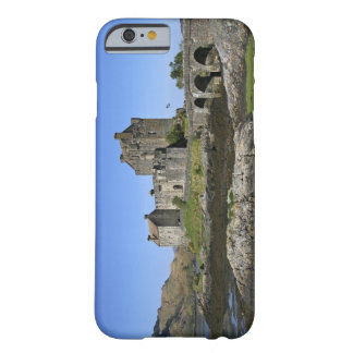 Eilean Donan Castle, Scotland. The famous Eilean 2 Barely There iPhone 6 Case
