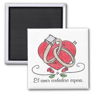 El amor verdadero espera. square magnet