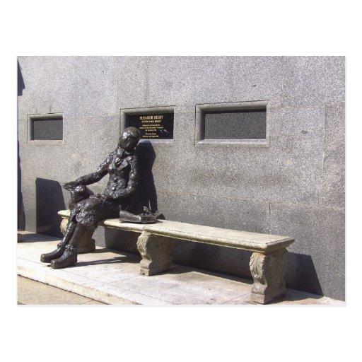 Eleanor Rigby Statue, Liverpool UK Postcard