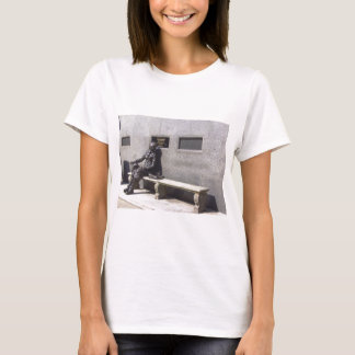 Eleanor Rigby Statue, Liverpool UK T-Shirt