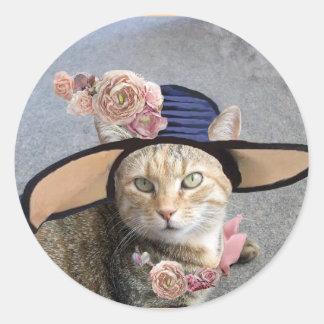 ELEGANT CAT WITH BIG DIVA HAT,PINK ROSES Valentine Round Sticker