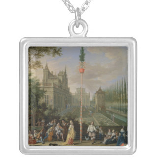 Elegant figures silver plated necklace