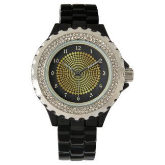 Elegant Gold Lattice Wheel Wrist Watch