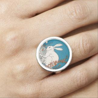 Elegant Vintage White Rabbit Flowers Ring