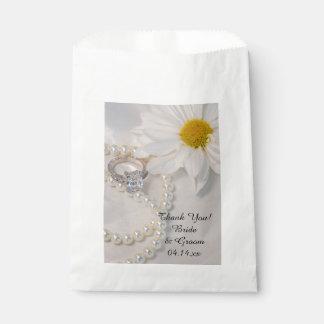 Elegant White Daisy Wedding Thank You Favour Bags