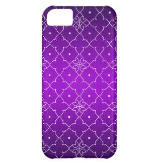 Elegant White Quatrefoil pattern on Deep aubergine iPhone 5C Case