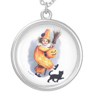 Ellen H. Clapsaddle: Halloween Harlequin with Cat Round Pendant Necklace