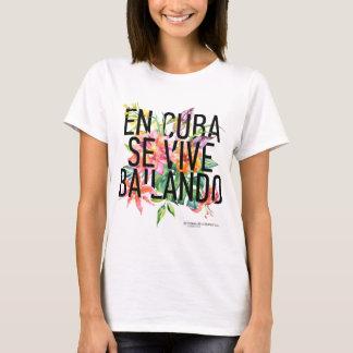 En CUBA Se Vive Bailando Women's T-shirt